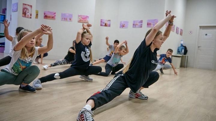 Более 200 человек танцевали в торговом центре: в Архангельске прошел необычный флешмоб