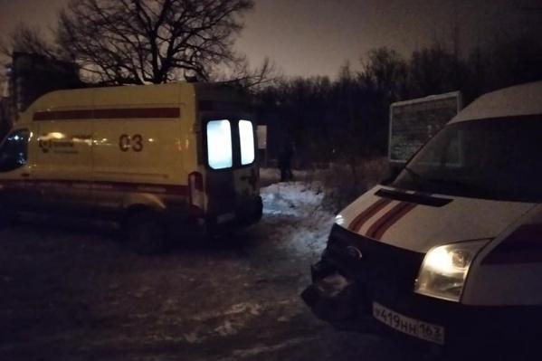 До скорой спасатели везли пострадавшую на снегоходе