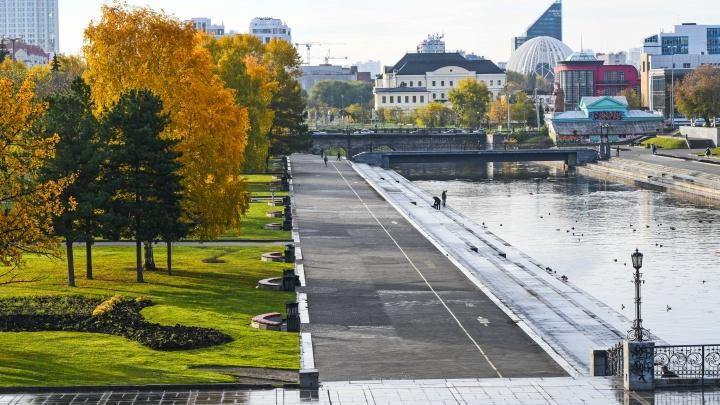 Покосившиеся ворота в Историческом сквере отремонтируют к 300-летию Екатеринбурга