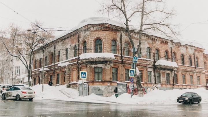 Военные задумали отреставрировать особняк-заброшку, где жила дочь Сталина