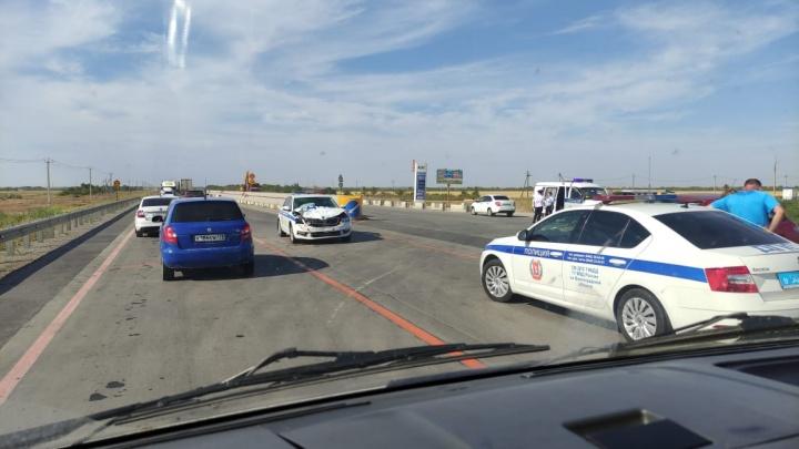 «Там сплошная, а все едут! Как так?»: второй участник ДТП с машиной полиции под Волгоградом рассказал свою версию аварии