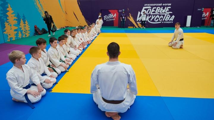 «Такой формат мы встречаем впервые»: жители Красноярска поделились впечатлениями о форуме боевых искусств