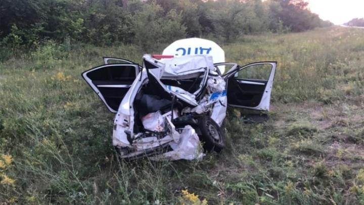 В Самарской области грузовик вытолкал автомобиль ДПС в кювет