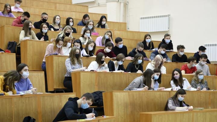 Студенты новосибирских вузов вернулись к очным занятиям— 10фото из ожившего университета