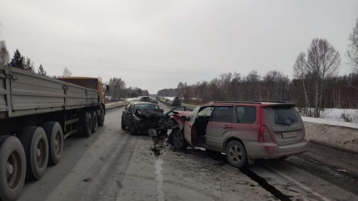 На новосибирской трассе пять человек пострадали в лобовом ДТП