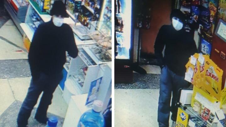 Новосибирец, угрожая ножом продавцу, ограбил продуктовый магазин — инцидент попал на видео