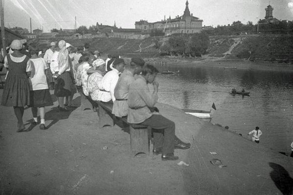 Сто лет назад набережная имела совсем другой вид, но также была популярным местом для прогулок