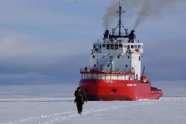 """Буксир ледокольного типа «Владимир <nobr class=""""_"""">Игнатюк» —</nobr> практически маленький ледокол для доставки грузов"""