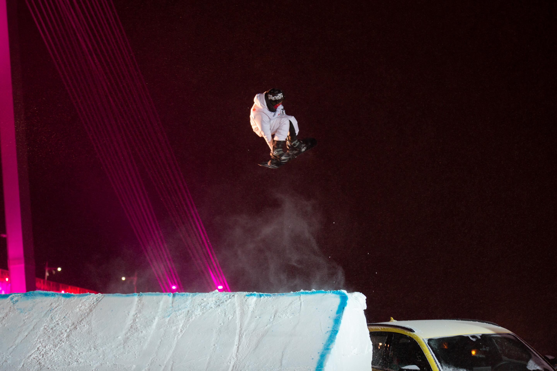 И еще один спортсмен в воздухе