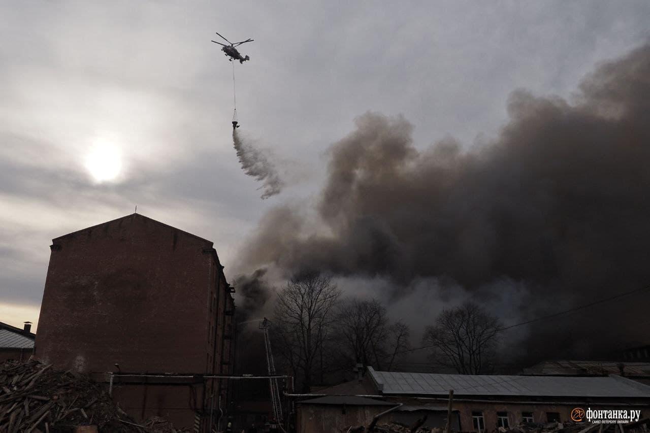 Пожар в здании «Невской мануфактуры» 12 апреля