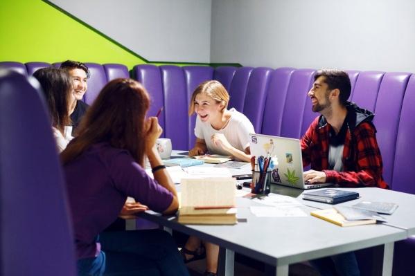 По завершении программы выпускники получают диплом международного образца и находят работу даже в международных корпорациях