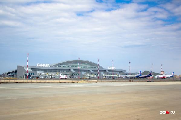 По закону строительство жилых зданий не допускается в радиусе 30 км вокруг аэропорта