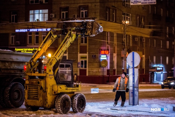 Новосибирские ДЭУ занимаются уборкой дорог и улиц