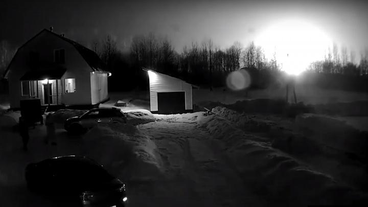 «Как в фильмах про конец света»: момент взрыва на НПЗ в Ярославской области попал на видео