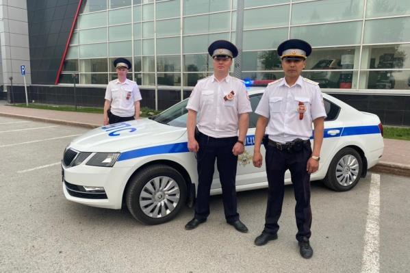 Капитаны полиции Марат Афлетунов, Канат Алимов и старший инспектор ДПС старший лейтенант Дмитрий Пятков не в первый раз спасают людей во время пожара