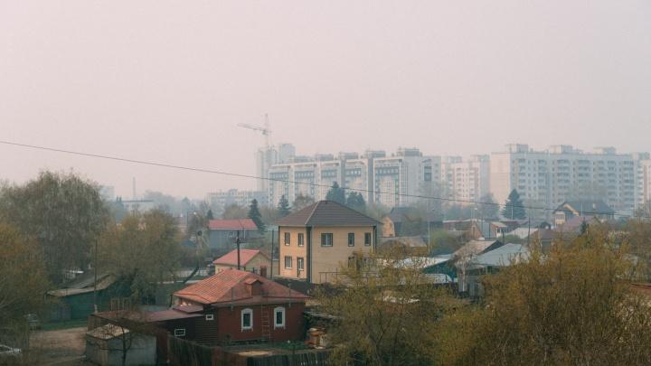 Под Омском разбушевались пожары — весь город затянуло дымом