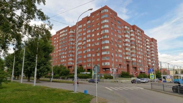 В Екатеринбурге у бизнесмена-банкрота отобрали двухуровневую квартиру. Теперь он будет жить в однушке