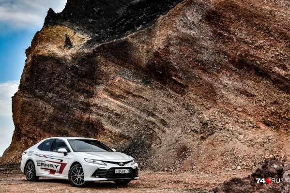Toyota Camry прошла плановый рестайлинг через три года после выхода поколения V70