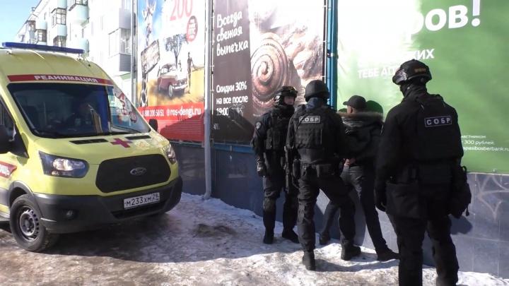 «Не жили богато»: появилось видео задержания северодвинца, захватившего заложницу
