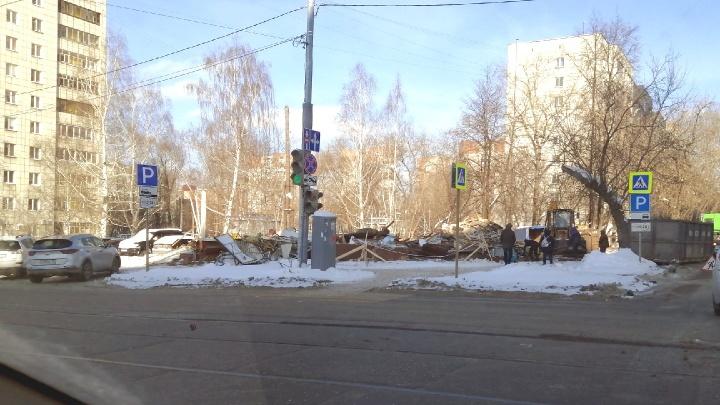 В центре Перми снесли торговый павильон с магазином цветов