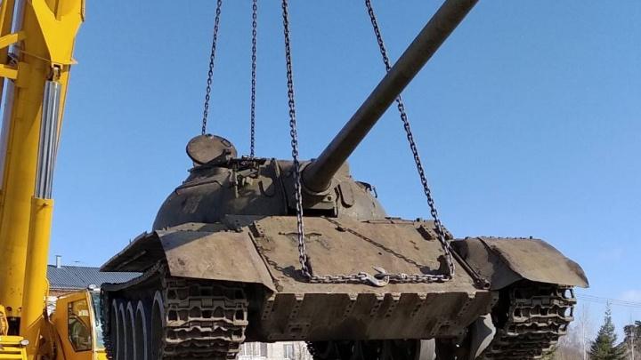 В сквере Пограничников установили настоящий танк— его купили всоседней области