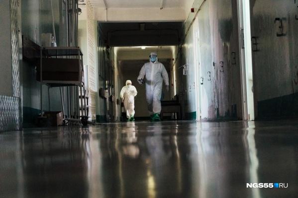 До конца недели в омских стационарах для пациентов с коронавирусом планируется оборудовать 2021 место