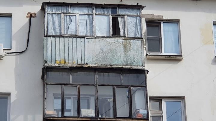 В Ярославле у жителей потребовали снимать остекление с балконов. Законно ли это?