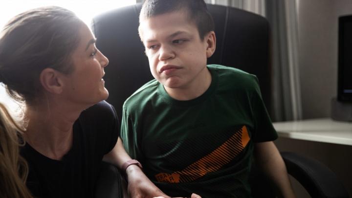 Особенный Кирилл. Сибирячка борется за лекарство для сына с редкой болезнью — оно стоит миллион в неделю