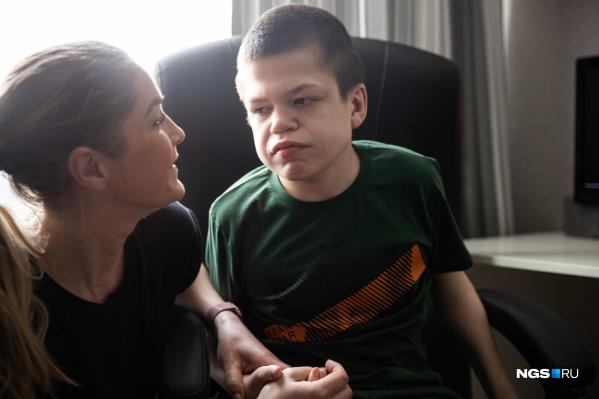 Первый ребенок в семье Евгении и ее мужа родился с мутацией в одном из генов. Как показало молекулярно-генетическое исследование, у Кирилла синдром Хантера — редкая болезнь без шансов на выздоровление