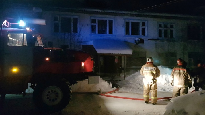 «Еще минута, и было бы поздно»: в МЧС рассказали подробности пожара в Пионерском, где пострадало двое