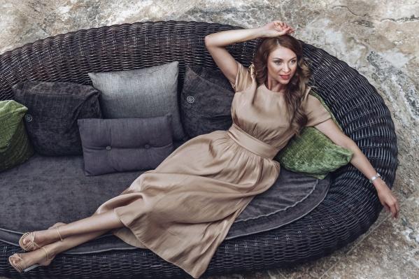 Наталья Ежова — пермская модель, победительница конкурсов красоты, владелица детской модельной студии и мама пятерых детей