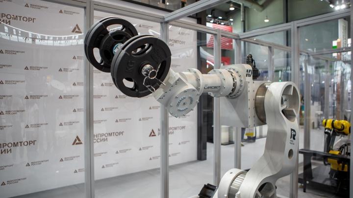 Новый промышленный образец челябинского робота представили на «Иннопроме»