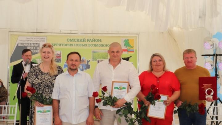 В Омском районе наградили лучших предпринимателей