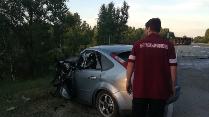 Водитель Ford уснул за рулем и протаранил грузовик на дороге в Челябинской области