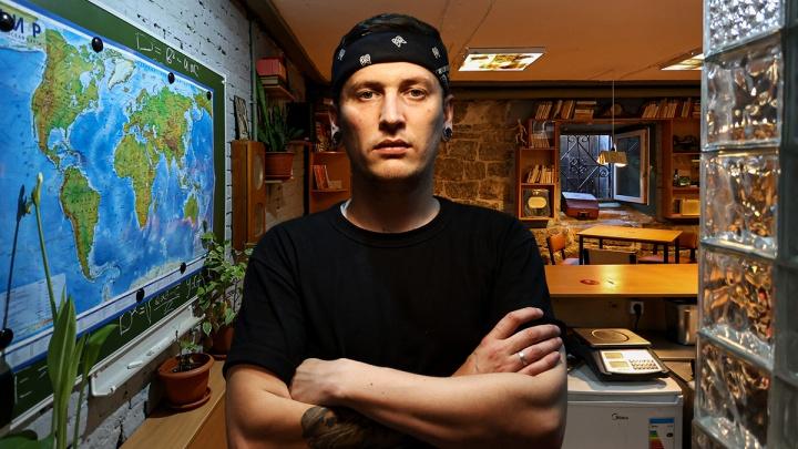 Участник «Адской кухни» открыл бар напротив челябинского правительства
