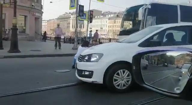 "Скриншот видео из группы <a href=""https://vk.com/wall-68471405_15068651"" target=""_blank"" class=""io-leave-page _"">«ДТП и ЧП   Санкт-Петербург»</a>"