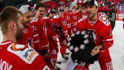 Хоккеисты «Автомобилиста» отметили закрытие сезона и разыграли «Автокубок» из шайб