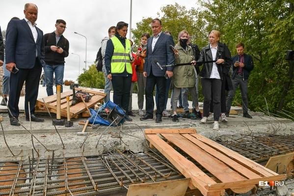 Строители пожаловались мэру, что железнодорожники не согласовали им проведение работ