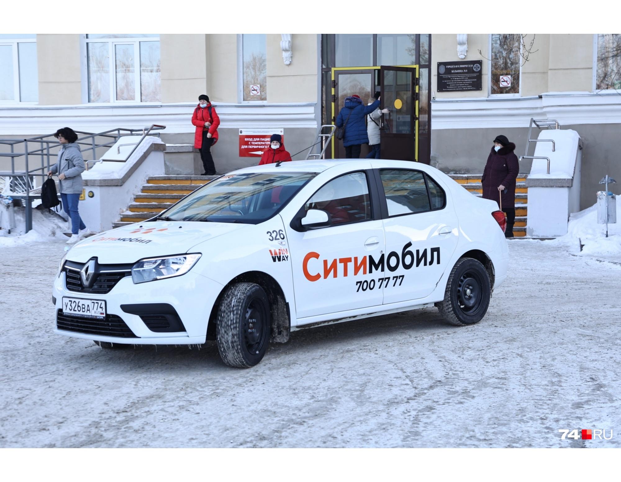 Машины такси решили привлекать к помощи в поликлиниках, когда те начали «захлебываться» от огромного количества вызовов