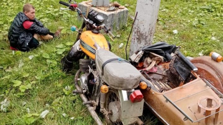 На Урале лишили родительских прав отца, который разбил мотоцикл с детьми о столб