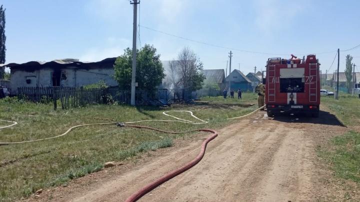 В Башкирии при пожаре погибли мать с сыном. За жизнь отца сейчас борются врачи