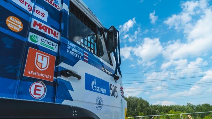 «Это особенный автомобиль. Спортсмен»: рассматриваем КАМАЗ с датчиками и кондиционером на ралли «Шёлковый путь»