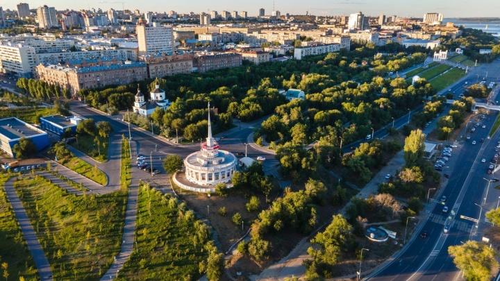 Там граница дня и ночи: смотрим на осенний Волгоград с высоты