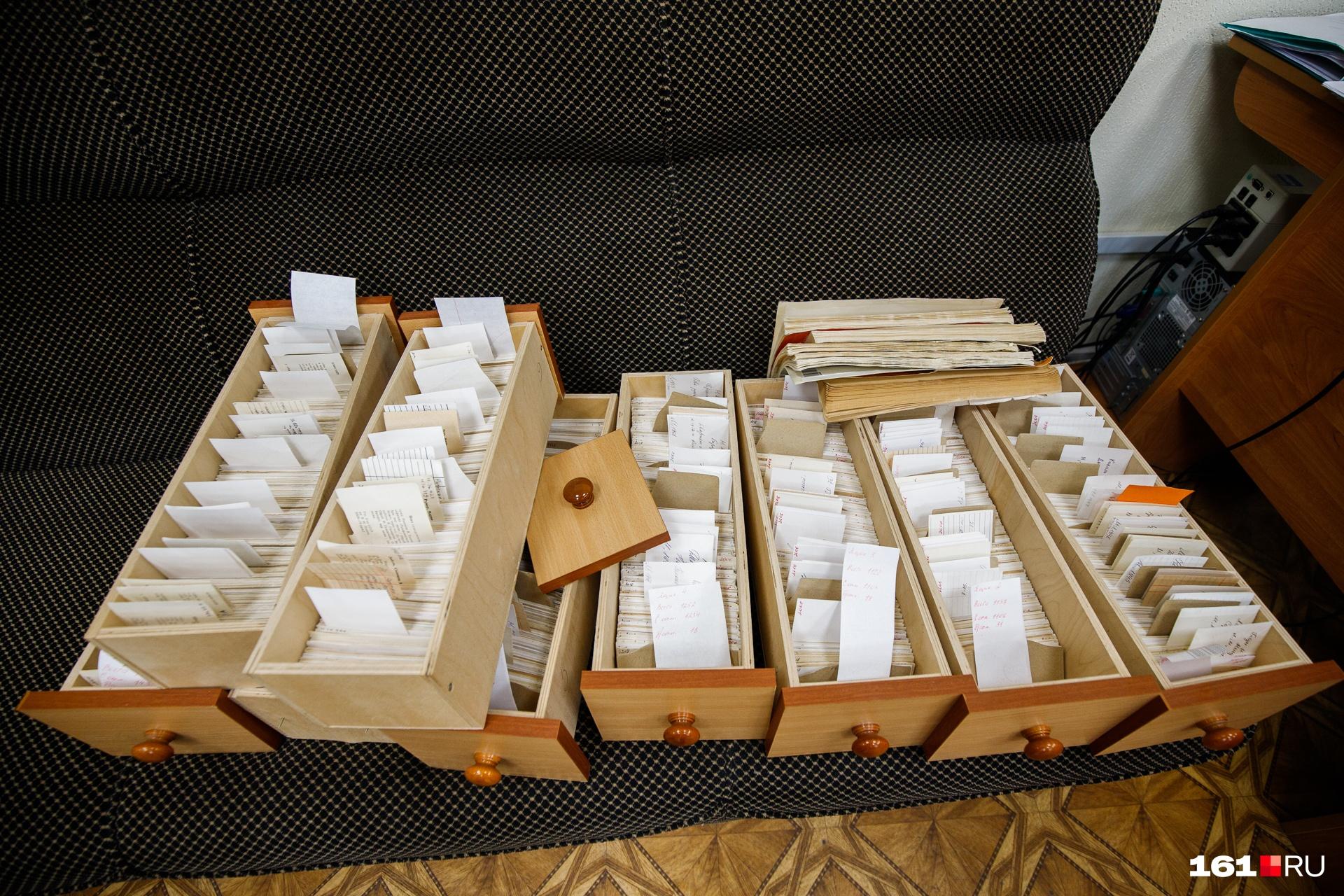 В отделе комплектования отбирают книги, которые попадут к читателям, и составляют списки для закупок