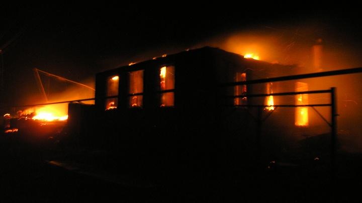 Семейная пара пенсионеров погибла в ночном пожаре под Волгоградом