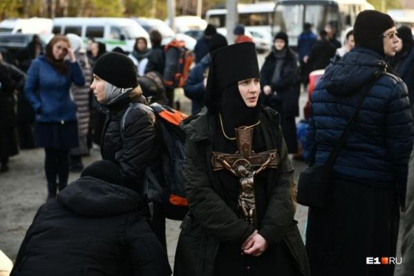 Монахинь изгнали из монастыря рано утром судебные приставы