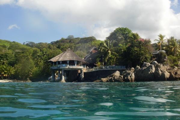 Сейшелы — одни из лидеров по вакцинации местного населения от коронавируса. В марте острова отменили требование прививочного сертификата для туристов