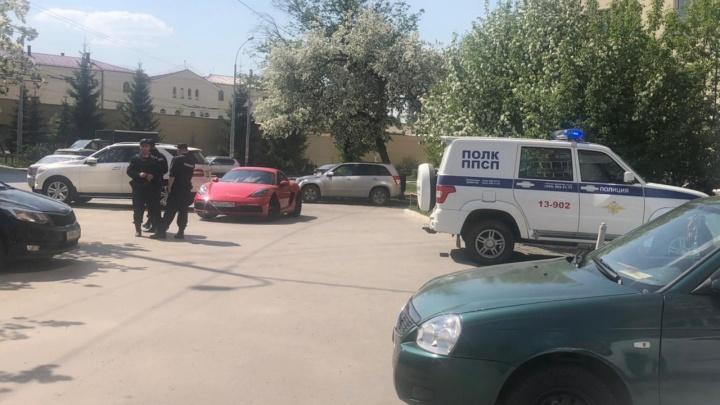 В Екатеринбурге пешеход выстрелил в лицо водителю, ехавшему по тротуару
