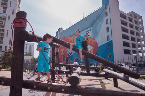 Современным детям нужны современные игровые комплексы, деревянными машинками не удивишь поколение гаджетов
