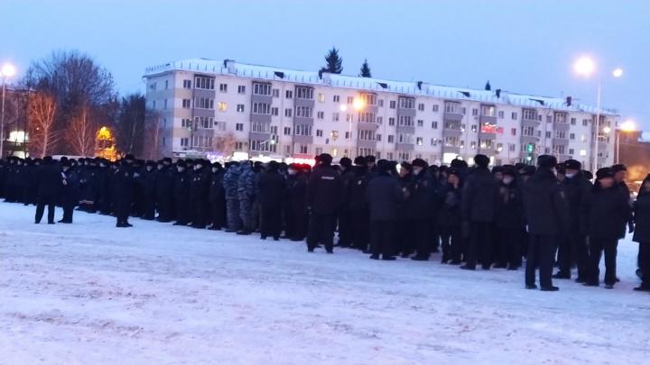«Просто рейд»: силовики собрались на площади «Уфа Арены»